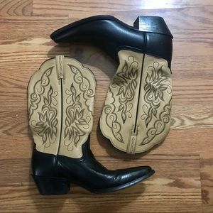NWOT Ariat Two Toned Leather Western Boots